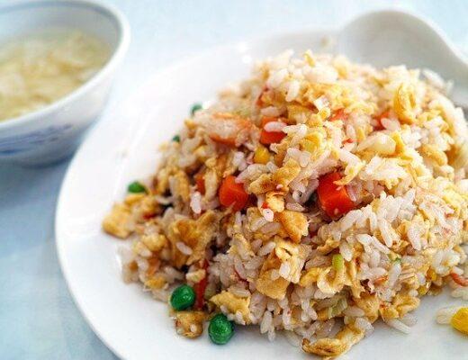 Rizsfőző géppel készült étel